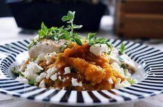 Hühnchenbrust mit Süßkartoffelpüree und Feta #fleisch #meat #chicken #food #paleofood #paleofoodblog #foodblog #food #paleorecipe #paleorezept #sweetpatato #mash #püree