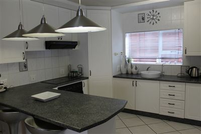 New, Modern, Under counter oven, Open plan, Separate cooktop, Double sink and Finished in Granite and Melamine