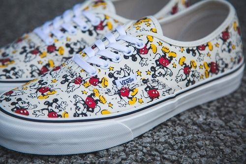Mickey Mouse Vans Shoes~ I must have this shoes.