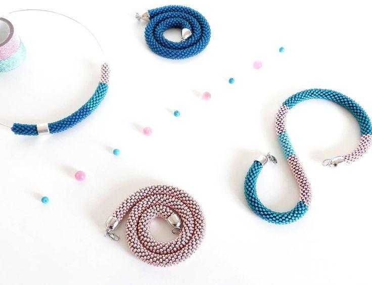 We on Facebook: http://ift.tt/2jRHDjd Beautiful Beaded Jewelry #underbeads by @underbeads Check our #AmazingPhoto WEBSTA: Buondi e buon giovedì a tutti ! E stamattina partiamo con la famiglia della Virtù n.35: ottanio in 2 tonalità (chiara e opaca) rosa cipria e una piccola punta turchese! Non capisco perché non ci abbia pensato prima...io trovo questo mix davvero stupendo...voi?  -  - Goodmorning and happy Thursday my friends! And this is the family of Virtue necklace n.35: teal (in light…