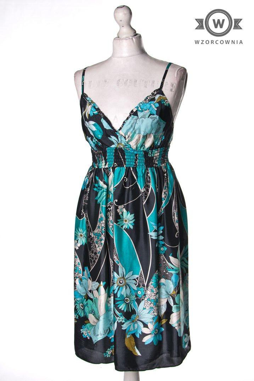 >> #Sukienka w #kwiaty w odcieniach niebieskiego #Wzorcownia online| #oasis #dress