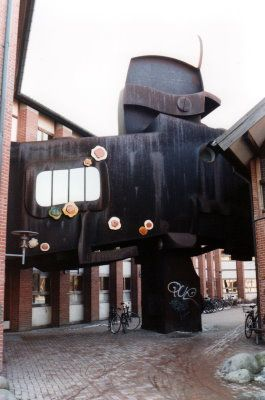 Birkerød bibliotek - 1980. Sculptural bridge by Egon Fischer connects the city hall and library.