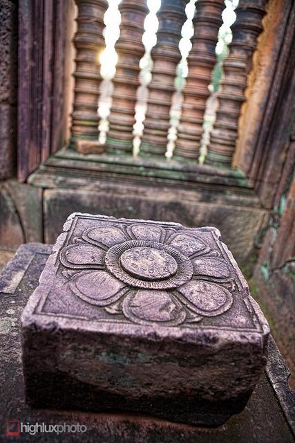 Carving detail at Banteay Srey, via Flickr.