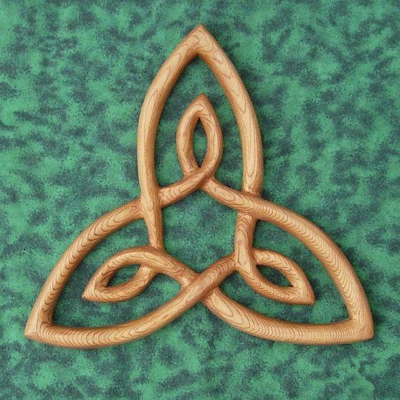 Keltischer Knoten der inneren Strength Wood Carving Triquetra Variation Trinity Triangle Wall Art Irish Scottish Welsh Home décor Hermetic Principles