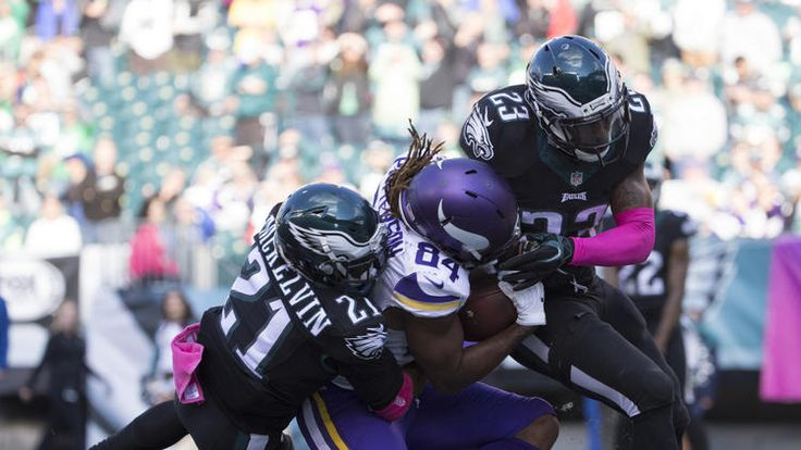 Cordarrelle Patterson #84 of the Minnesota Vikings catches a touchdown pass against Leodis McKelvin #21 and Rodney McLeod #23 of the Philadelphia Eagles in the fourth quarter at Lincoln Financial Field on October 23, 2016 in Philadelphia, Pennsylvania. The Eagles defeated the Vikings 21-10. (Photo by Mitchell Leff/Getty Images)