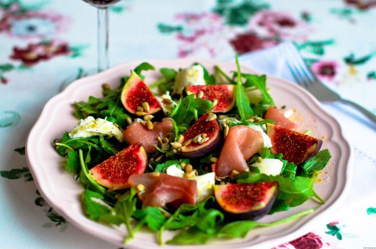 Sałatka z figami, mozzarellą i szynką parmeńską
