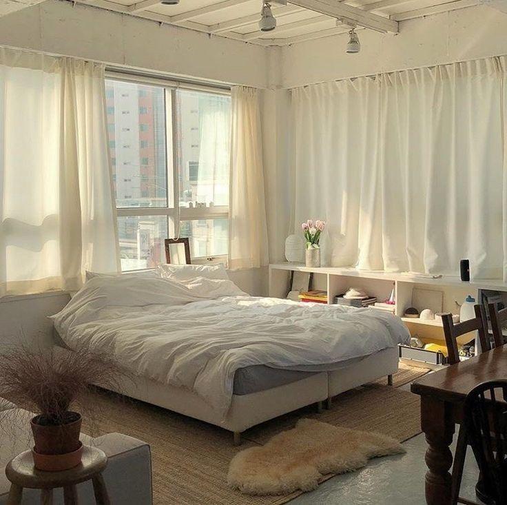 Korean Bedroom Aesthetic Room Decor Seoul Beige Coffee Cream Milk Tea Ideas Wooden Light Soft Minimal En 2020 Deco Chambre Cosy Decoration Appartement Chambres De Reve