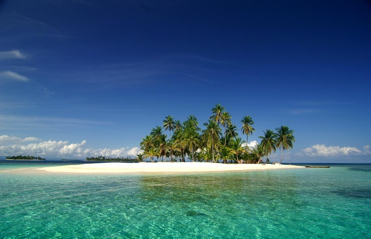 Over a thousand islands are grouped in archipelagos such as San Blas, Las Perlas, Coiba and Bocas
