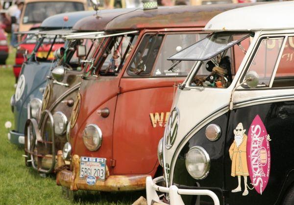 Bristol Volksfest 2006 photos > Line-up of VW Camper vans   Photos/Pictures   VW Kombi.com
