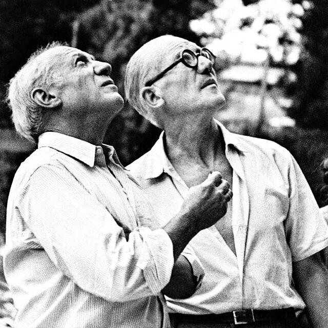 #PICASSO #CORBUSIER | Pablo Picasso and Le Corbusier on the site of Unite d'habitation in Marseille 1949 | © FLC/ADAGP