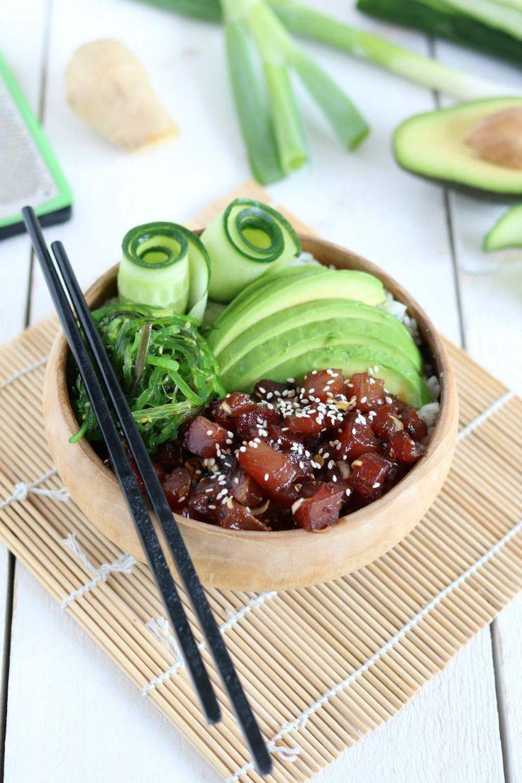 poke bowl met tonijn, avocado en zeewier