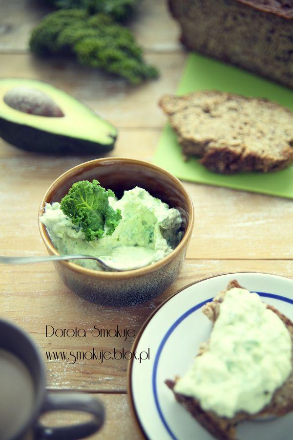 Pasta kanapkowa awokado, twarożek i jarmuż