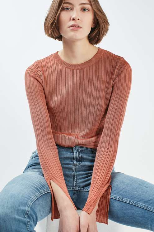 Light weight plisse long sleeved knit crop top with front knot detailing. #Topshop