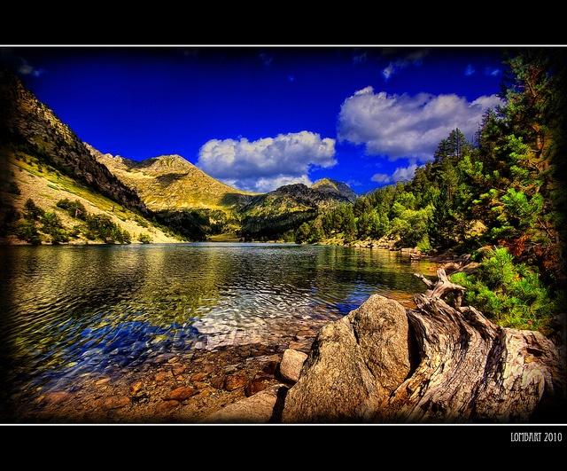 Estany-Llong---Parc-Nacional-de-Aigüestortes-i-Estany-de-Sant-Maurici-(Vall-de-Boi,--Pirineu-Català,-Lleida) by lombartBCN, via Flickr