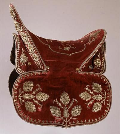 Ottoman saddle, the middle of the 17th century. Gold, silver, copper, engraving, gilding, sewing. f Moscow Kremlin Museums.