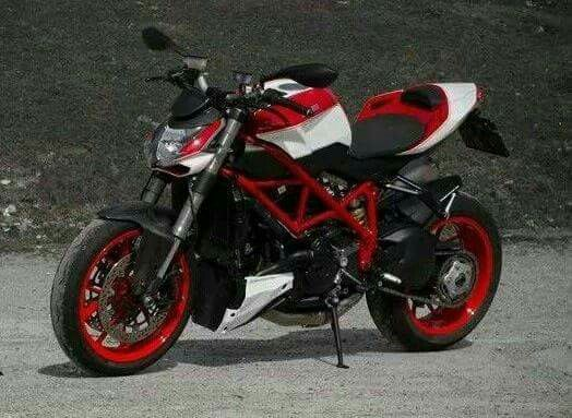 Ducati Streetfighter, Red And White Nice Colour Combination!