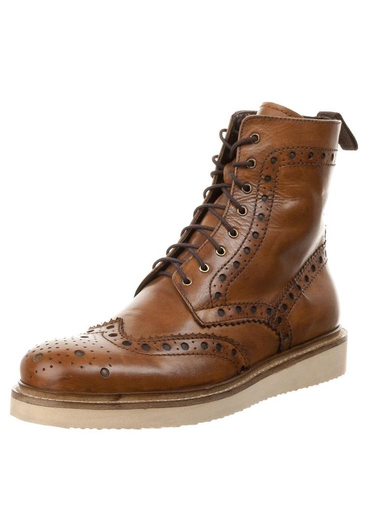 Zign   Bottines homme   http://www.rienasemettre.fr/shopping-list/chaussures-homme-bottines-a-lacerts-marron-zign/