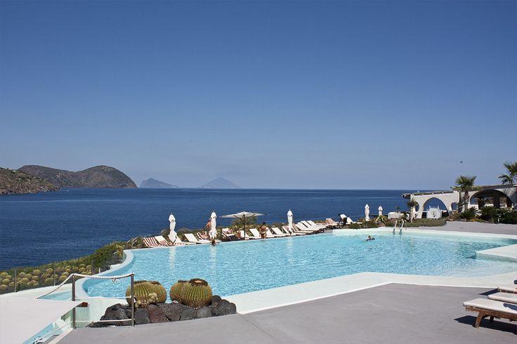La piscina del Therasia Resort di #Vulcano #Eolie - Il blog tour #eolietour13 h