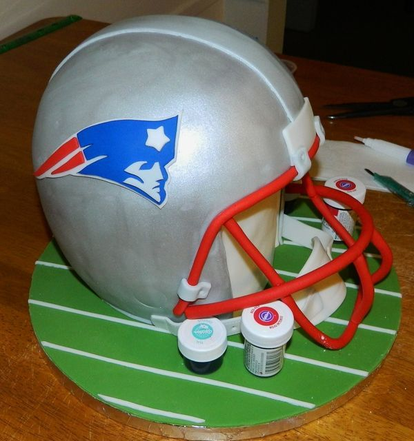 Cake Decorations Football Team : 25+ Best Ideas about Football Helmet Cake on Pinterest ...