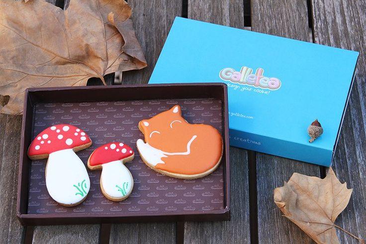 Pack pequeño de 10x15 cm galletas de vainilla y mantequilla, decoradas con glasa artesana. El pack contiene tres galletas de otoño dos setas de 4 y 7 cm aprox. y un lindo zorrito otoñal. Diseño original de @fiestasmolonas  http://www.galletea.com/galletas-decoradas/otono/init/d/284/