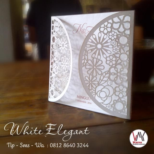 Undangan minimalis dengan potongan bunga - whatsapp: 081286403244 website: warnamediakreasindo.wordpress.com #undangan #pernikahan #wedding #invitation #elegant #simple #cantik