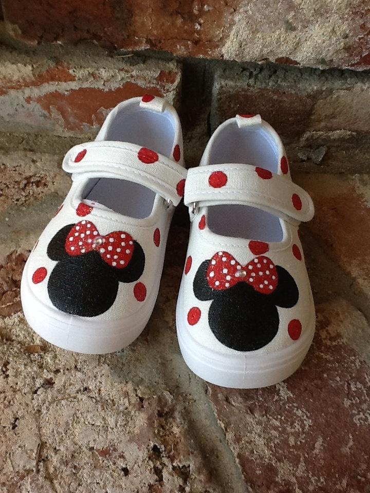 Minnie Mouse shoes.  Adorbs!!  emi1027, these are super cute, too!  Can't get too many cute shoes, right?