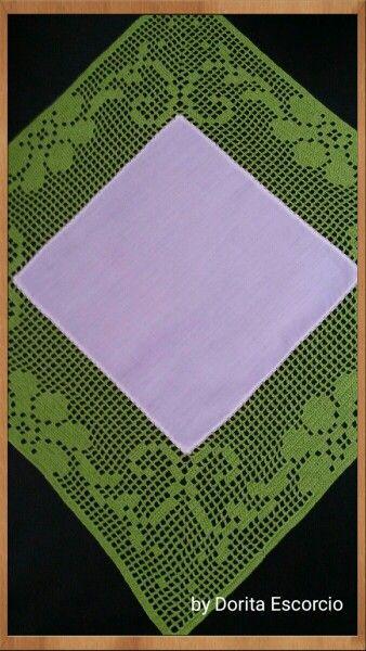 Quadrado em tecido com crochet
