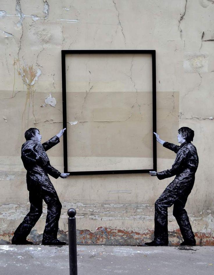 """""""Accrochage"""" par Levalet  Encre de chine sur kraft blanc et cadre sur mur."""