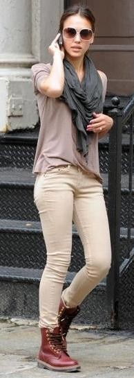: Doc Martens, Red Boots, Doc Martin, Street Style, Dr. Martens, Outfit, Jessicaalba, Jessica Alba, Combat Boots