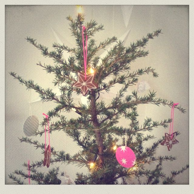 Star cakes on the tree with neon string...