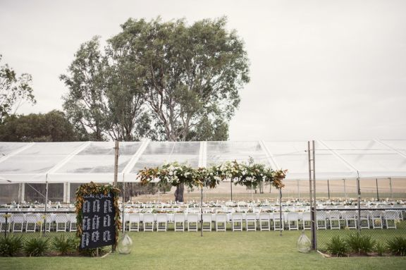 220 guests seated on a tennis court! A beautiful rustic country wedding