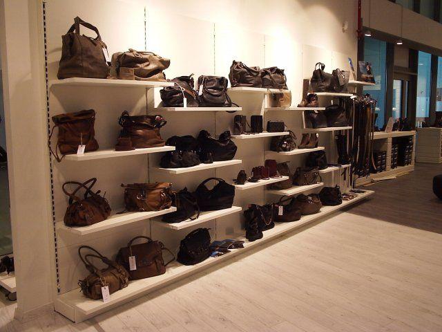 Oltre 1000 idee su negozi di arredamento su pinterest for Arredamento per negozi torino
