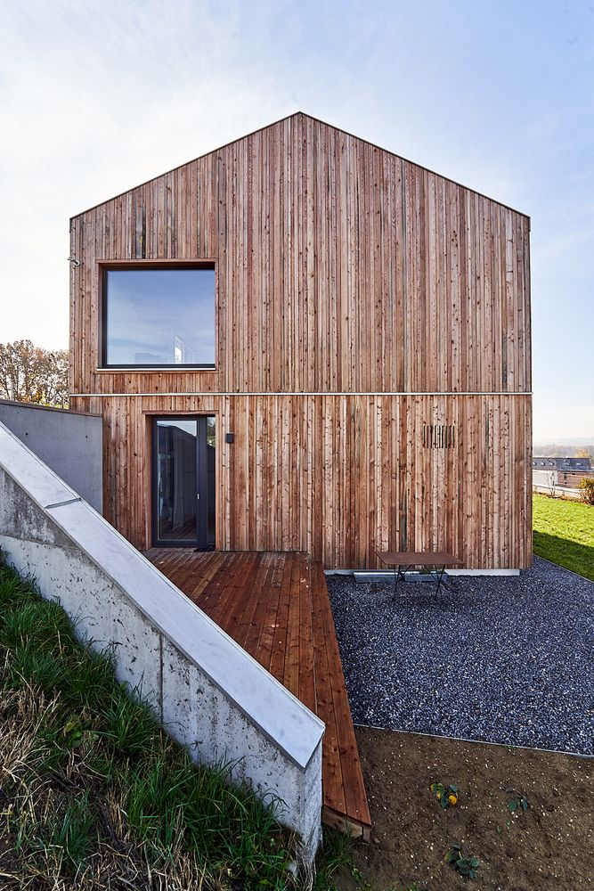 Gallery Of Vielseitiges Haus Am Hang Wolfertstetter Architektur 5 In 2020 Holiday Home Architecture Outdoor Structures
