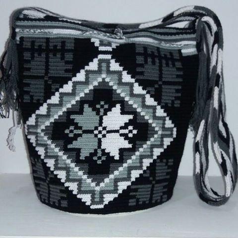 Mochila Wayuu multicolor. Mayo 12-09.