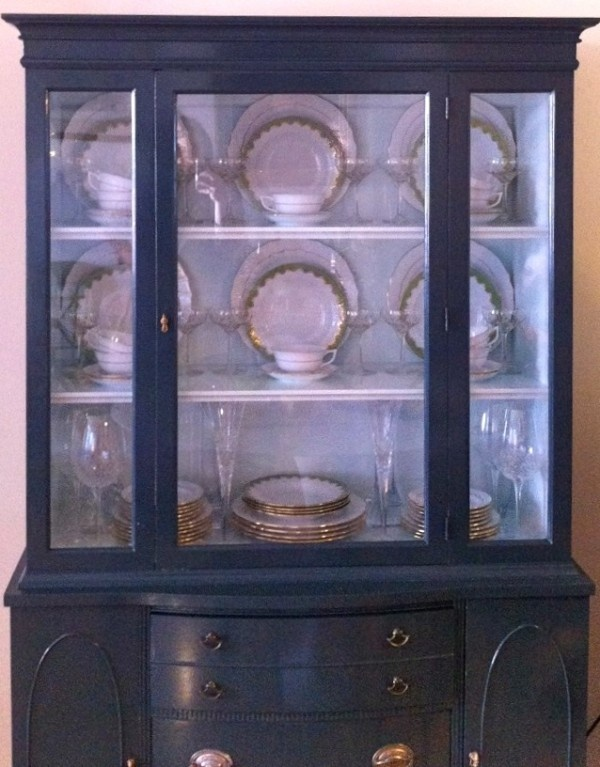 Now THIS is a china cabinet I could get down with. via Peppermint Bliss