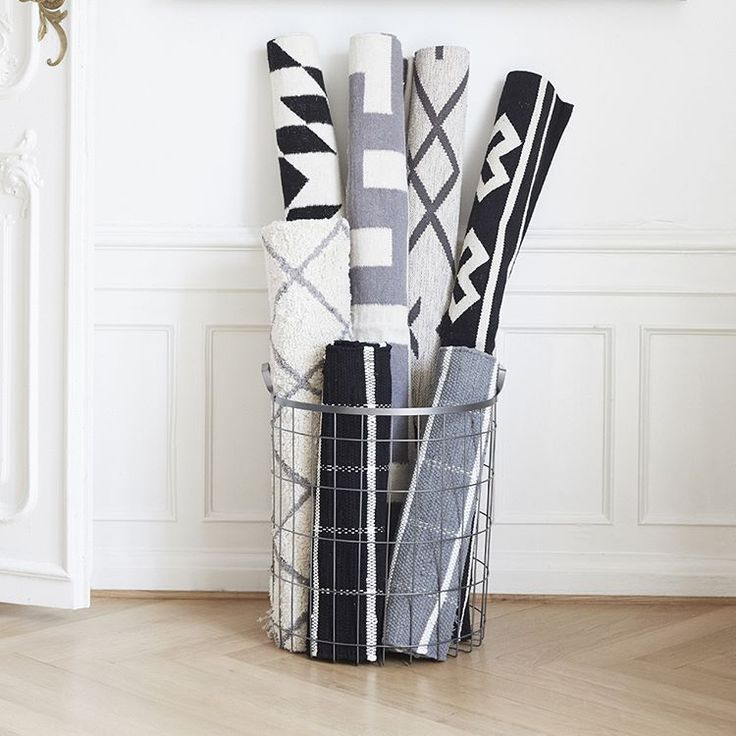 Do you like to switch between different looks at home? Get different rugs that you like and switch between these when you like to. Place the rugs in your livingroom, entrance or bedroom.  Store the other rugs in one of our lovely baskets or storage. #hubschinterior #interior #inspiration #nordicdesign #interiordesign #homedecor #happiness
