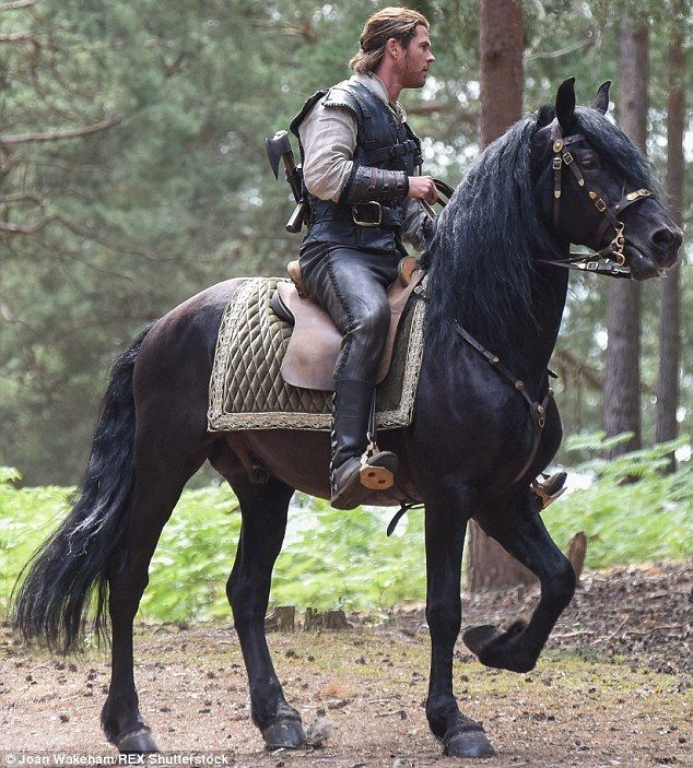 Chris Hemsworth shows off horse riding skills on The