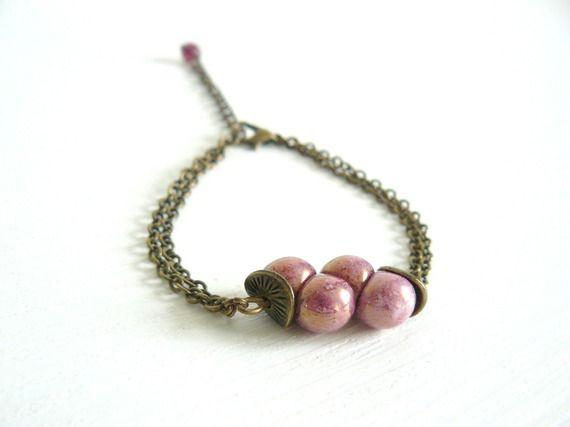 Bracelet bohème vintage - perle en verre champignon - couleur mauve - chaîne petit maillon couleur bronze