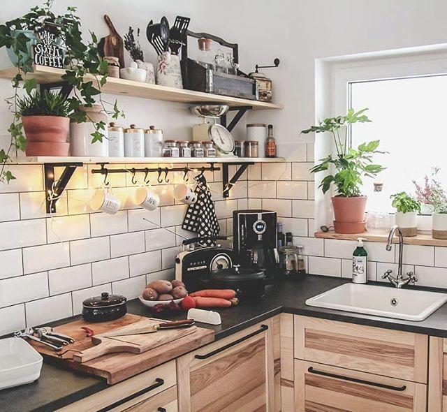 Hej Kochani Tak Mnie Dzis Naszlo Na Wspominki Jeszcze Dwa Lata Temu Moja Kuchnia Byla W Brazie I Bezu Tak Mi Sie Opatr Home Decor Kitchen Cabinets Kitchen