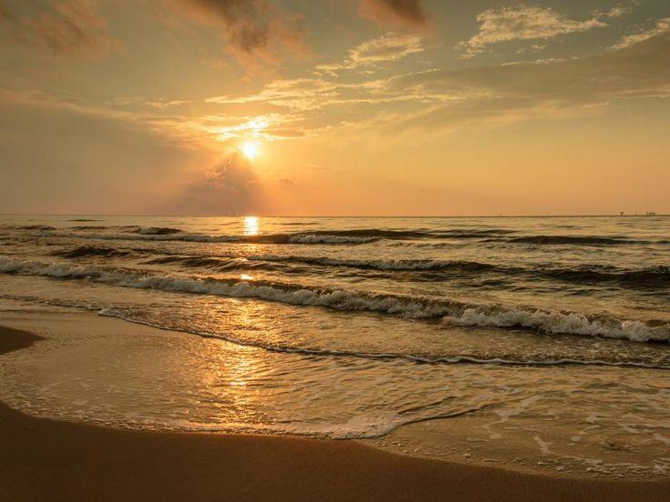 MassachusettsWhite Horse Beach Buddhist Dating