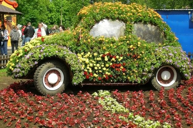 how to reuse and recycle cars and tires for garden decorations