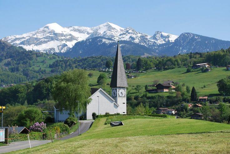 FAULENSEE SWITZERLAND | Thunersee, Kirche Faulensee (vor der Kulisse des 'Dreispitz')