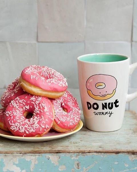 🍩Con esta mañana de lluvia solo te dan ganas de comer algo muy rico como las famosas Donuts, Donas o roscas como prefieras llamarlas🍩🍩 👉🏻Que necesitamos para prepararlas: 240 gr de harina · 100 ml leche descremada · 10 g de levadura · 3 cucharadas de stevia · 1 huevo · 35 gr de manteca temperatura ambiente · 1 pizca de nuez moscada · 1 pizca de sal · 👉🏻Disolver la levadura en un poco de leche 👉🏻Dejar reposar un momento, unir al resto de los ingredientes y amasar👉🏻Dejar reposar en…