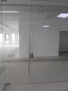 http://www.glass-elements.ro/produse/usi-din-sticla/