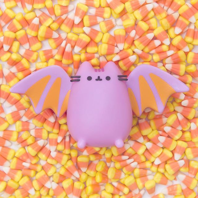 Here's a peek at what's coming in the Fall Pusheen box!  This bat Pusheen vinyl figure is just one of many cute goodies inside. It is an exclusive to the Fall Pusheen Box so make sure you subscribe soon before they sell out!  #Pusheen #pusheenbox #fall #halloween