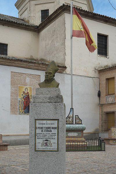 Don Pedro Tenorio (principios del siglo XIV) fue el arzobispo de Toledo que mandó construir el puente sobre el Tajo para mejorar sensiblemente el camino a Guadalupe. Hasta su construcción, el Tajo se cruzaba en barcas y se producían muchos accidentes.