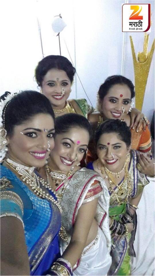 The beauties before the performance #Mansinaik #sonalikulkarni #pooja sawant #Bharghavi #smita #lavani #traditionalmarathi #navari #trophy