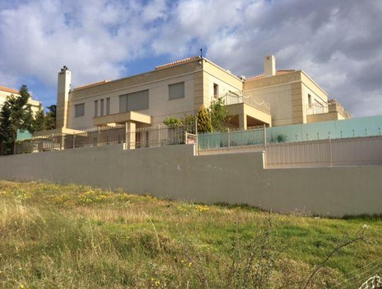 Κατοικία στη Βούλα για μία νέα οικογένεια με τρία παιδιά. Nikolas Dorizas Architect Architettura IUAV Venezia Tel: +30.210.4514048 Address: 36 Akti Themistokleous – Marina Zeas, Piraeus 18537