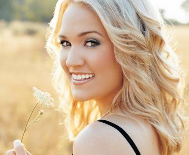 Carrie Underwood Biography: Carrie Underwood