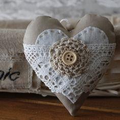 "Coeur en tissu a suspendre ""shabby chic""                                                                                                                                                     Plus"